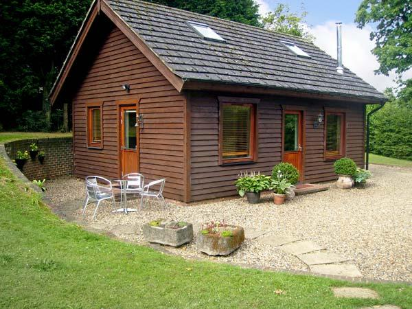 THE COTTAGE, pet friendly, country holiday cottage, with a garden in Culverstone Green, Ref 6259 - Image 1 - Gravesend - rentals