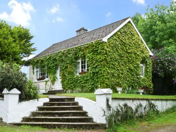 EVERGREEN COTTAGE, pet friendly, country holiday cottage, with open fire in Cahir, Ref 9750 - Image 1 - Cahir - rentals