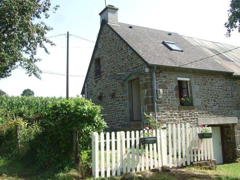 Front view of Cottage - Normandy Cottage, 45 minutes from Mont St Michel - Normandy - rentals