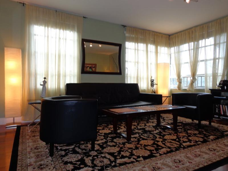 The Living Room with Queen Sofa Bed - THE HUDSON ONE BEDROOM -SOUTH BEACH-PRIME LOCATION - Miami Beach - rentals
