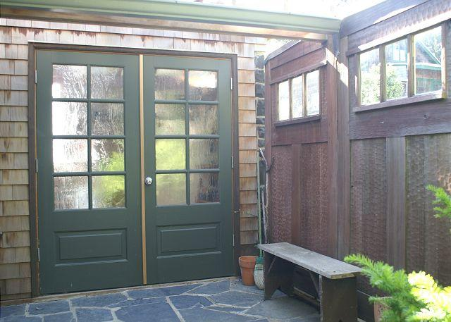 "Wee House Entrance - Romantic cottage with ""secret garden"" close to beach and town - Manzanita - rentals"