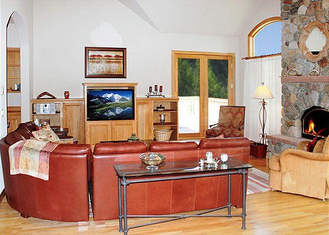 SUM162 Outstanding Home w/Fireplace, Clubhouse, Wifi, King Bed, 3 Car Garage - Image 1 - Dillon - rentals