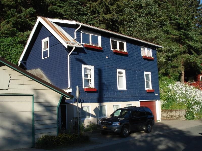 On the edge of the Tongass Rainforest - Juneau Rainforest Cottage - Juneau - rentals
