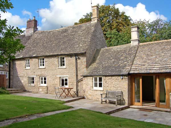 14 CHURCH STREET, family friendly, character holiday cottage, with a garden in Alwalton, Ref 8817 - Image 1 - Peterborough - rentals