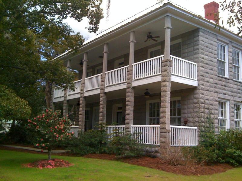 1907 granitoid foursquare, with two large porches! - Historic Rose-Lovell House  St. Marys Ga - Saint Marys - rentals