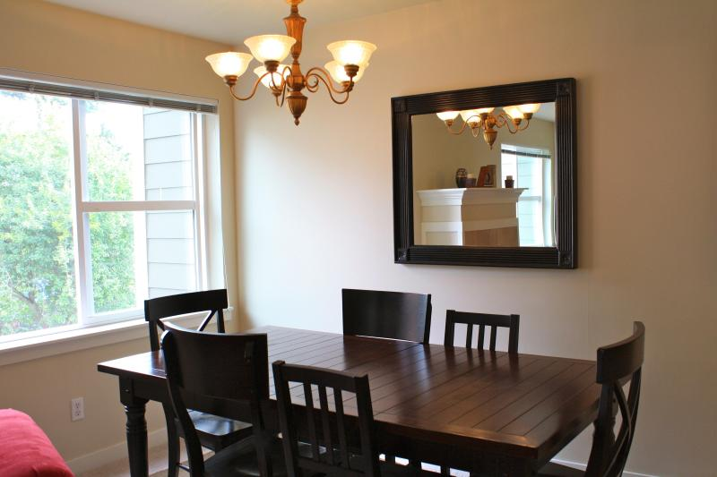 Dining room, seating for 5 - New Capitol Hill Townhouse Close to Everything! - Seattle - rentals