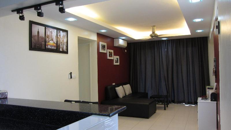 Living Hall - Summer Stay - 3 Bedroom Condo in Damansara Perdana - Kuala Lumpur - rentals