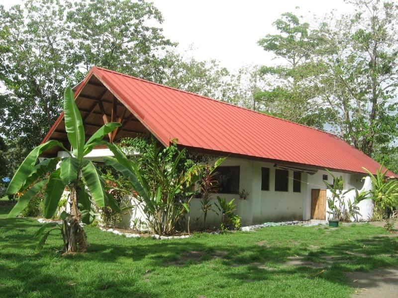 House diagonal - Casa Gavilan, wildlife galore near ocean - Puerto Jimenez - rentals