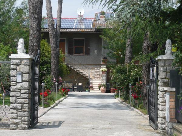 main entrance of the villa - bed and breakfast trasimeno lake perugia - Tuoro sul Trasimeno - rentals