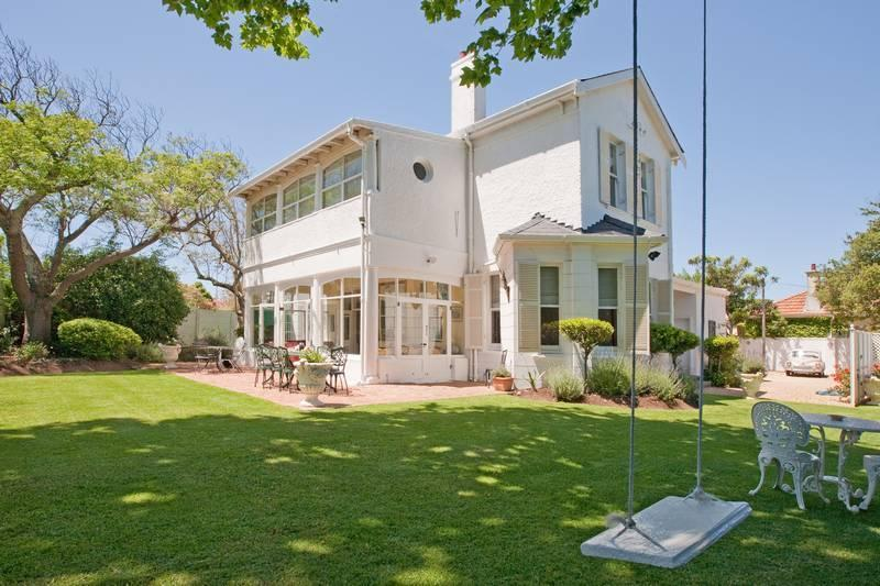 House,and garden swing . - Brooklands ,just 3 K's from Africa's top resaurant ,the TEST Kitchen . - Cape Town - rentals