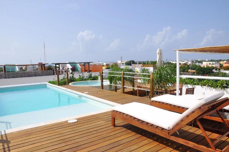 La Papaya Plus Rooftop Solarium w-Pool, Jacuzzi, Seating, Restrooms, et. - 2-Bedroom, Solarium, Pool, Jacuzzi + View-LPP201 - Playa del Carmen - rentals