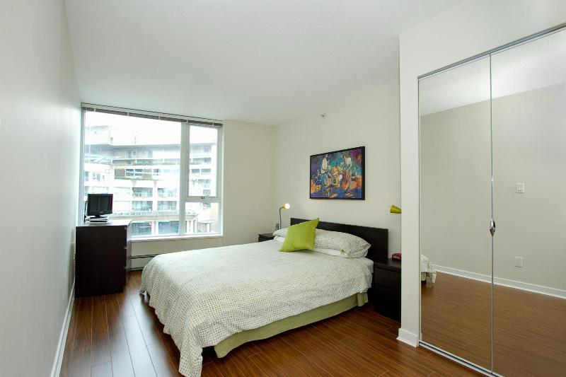 D10 - Luxurious 2 bedroom - Image 1 - Vancouver - rentals