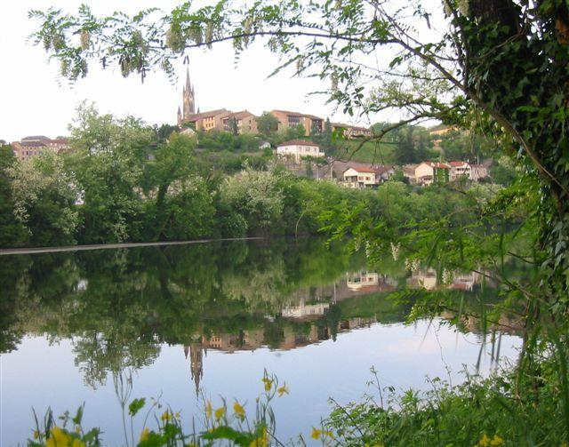 Reflection of Fumel with house by the river below the Church - Domaine Madeleine 2 - Fumel - rentals
