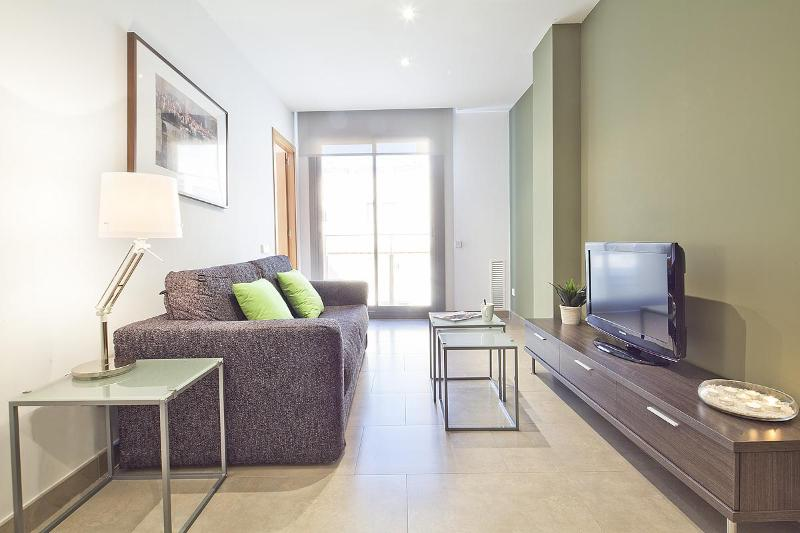Living room with sliding window - Virreina - 1 bedroom with view to the street - Barcelona - rentals