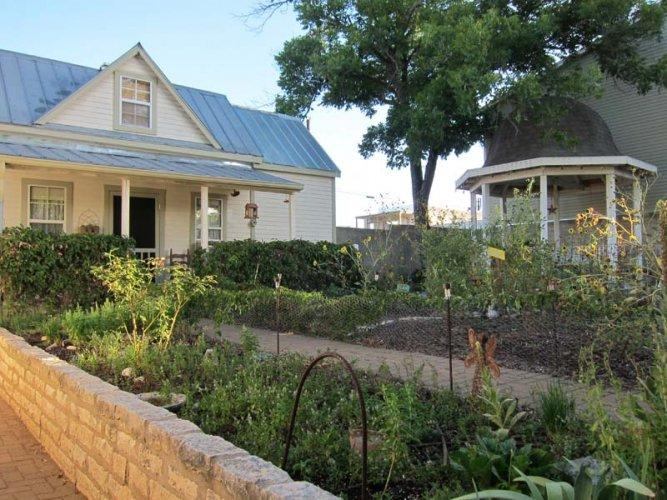 Agave Cottage In The Garden - Image 1 - Fredericksburg - rentals