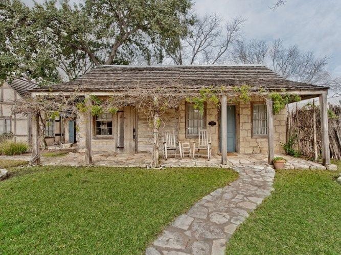 Austin Street Retreat - Maria's Suite - Image 1 - Fredericksburg - rentals