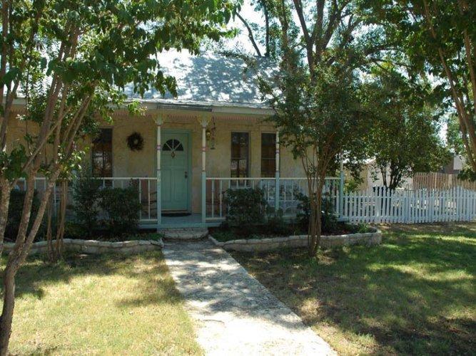 Crepe Myrtle Cottage - Image 1 - Fredericksburg - rentals