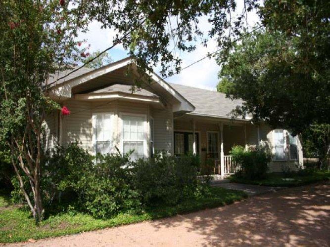 Green's Guest House - Image 1 - Fredericksburg - rentals