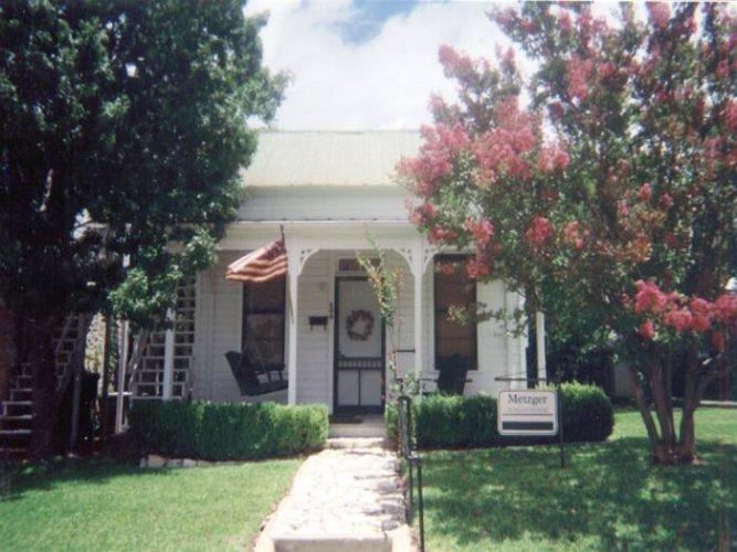 Metzger Sunday House - Image 1 - Fredericksburg - rentals