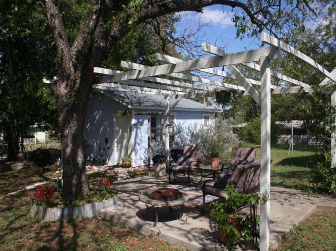Maxine's Cottage - Image 1 - Fredericksburg - rentals