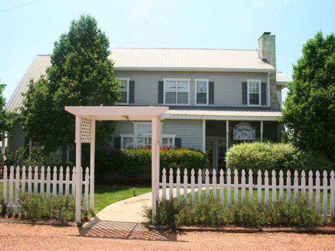 Runnymede Country Inn - Churchill Suite - Image 1 - Fredericksburg - rentals