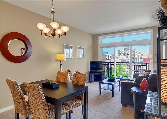Home Port Suite - Spacious One Bedroom Condo with Water and City View- Sea to Sky Rentals! - Seattle - rentals