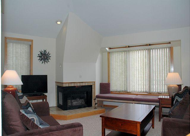 Living area w/Gas Fire place & Flat Screen TV - 1 bedroom + loft condo only 8 minutes from the slopes - Winter Park - rentals