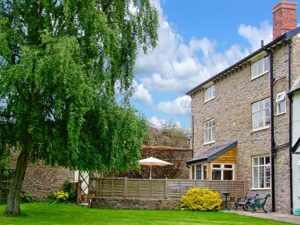 ROWTON MANOR COTTAGE, pet friendly, character holiday cottage, with a garden in Craven Arms, Ref 9024 - Image 1 - Craven Arms - rentals