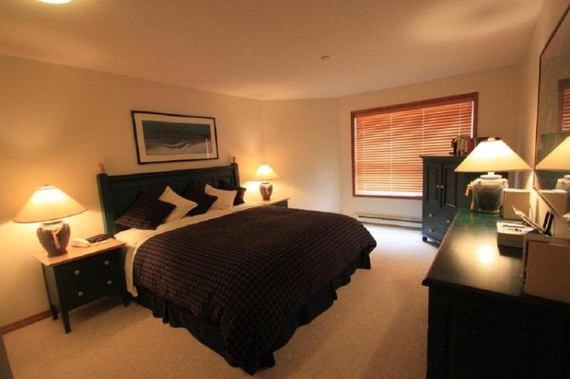 Master Bedroom - Off2Whistler - 260 Aspens - SKI IN/SKI OUT - Whistler - rentals