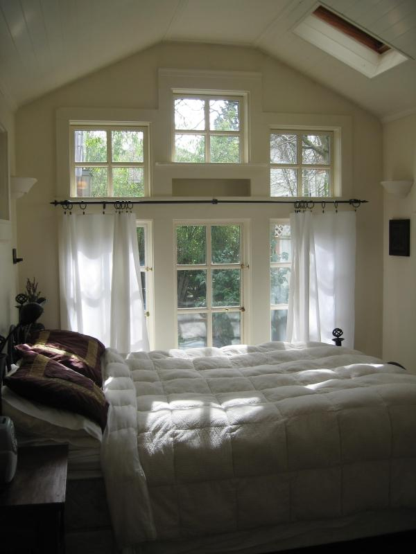 Sun-filled Master Bedroom - A BUNGALOW IN THE CITY'S BEST NEIGHBORHOOD - Seattle - rentals