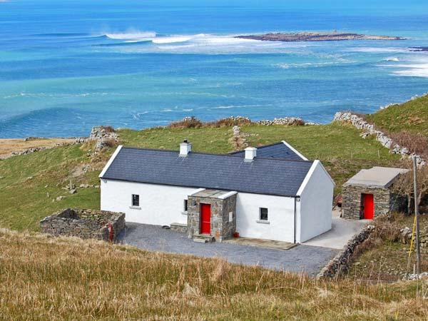 RUSSELL FAMILY COTTAGE, pet friendly, with a garden in Doolin, County Clare, Ref 8338 - Image 1 - Doolin - rentals