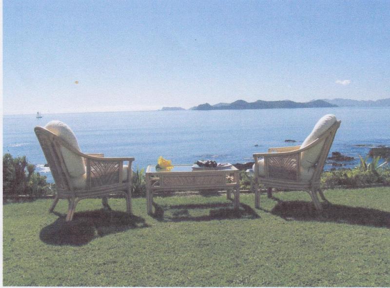 Villa from front lawn - Villa Du Fresne - Russell - rentals