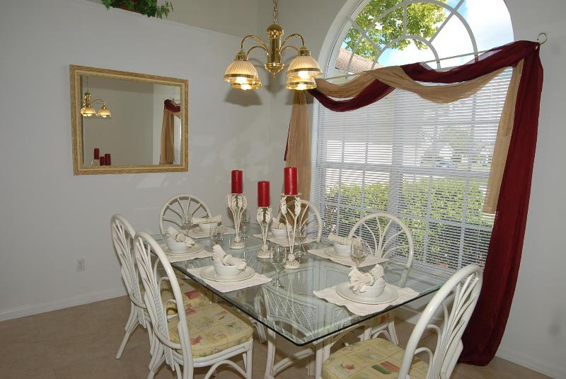 Dinning Area - SPECIAL -  Budget 3bd  $95.00 a night all yr round - Kissimmee - rentals