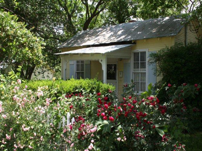 Baron's Creek Cottage - Image 1 - Fredericksburg - rentals