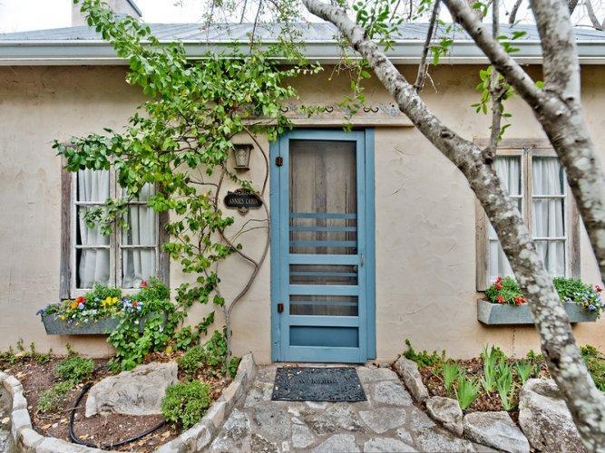 Austin Street Retreat - Annie's Suite - Image 1 - Fredericksburg - rentals