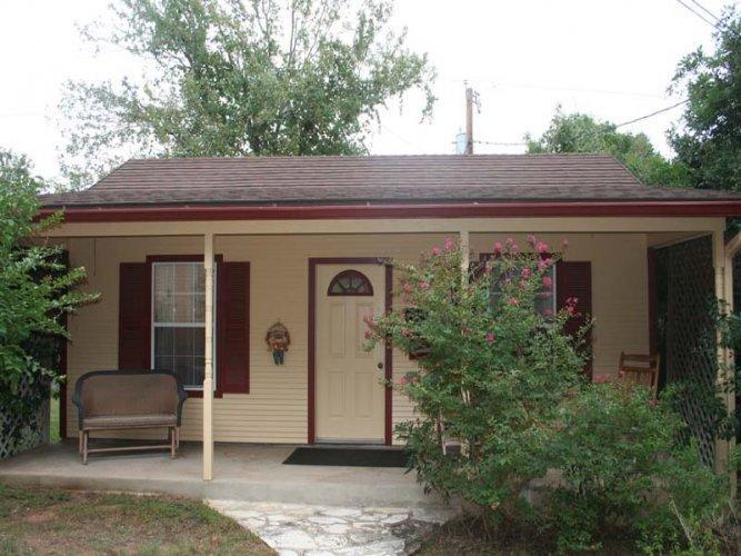 Le Chalet - Image 1 - Fredericksburg - rentals
