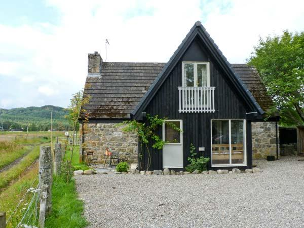 INSHCRAIG, family friendly, country holiday cottage, with a garden in Kincraig, Ref 10386 - Image 1 - Kincraig - rentals