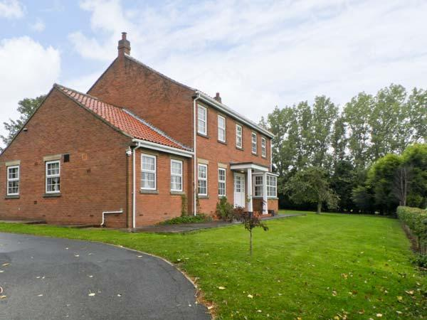 WOODHILL, pet friendly, country holiday cottage, with a garden in Cottingham, Ref 9741 - Image 1 - Cottingham - rentals