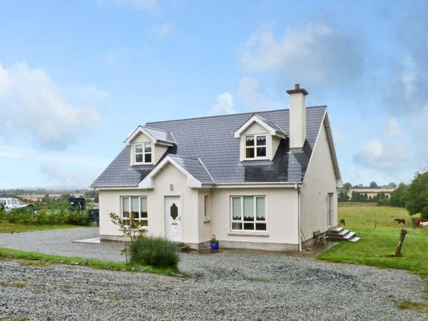 MOUNTAIN VIEW COTTAGE, family friendly, country holiday cottage, with a garden in Campile, County Wexford, Ref 9867 - Image 1 - Campile - rentals