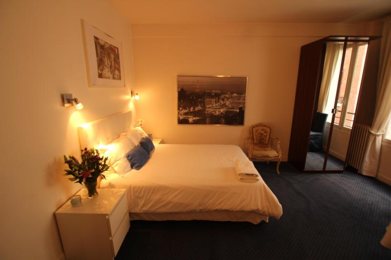 Nice apartment near the Eiffel Tower with garage - Image 1 - Paris - rentals