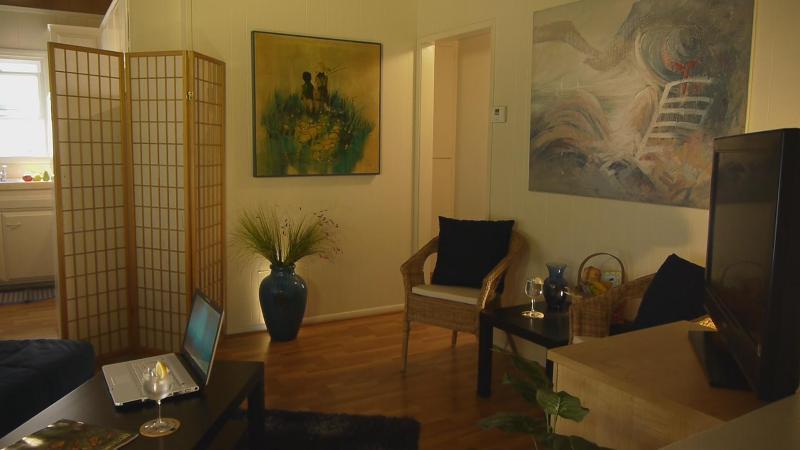 Sunny living room! - 30 Seconds to Beach! Patio/AC/Bikes/Garage/WiFi - Newport Beach - rentals