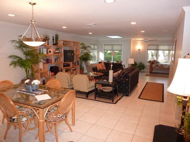 main living area - 34,SEAPINES,golf disc,Updated, Bikes, Pet OK, WiFi,34 - Hilton Head - rentals