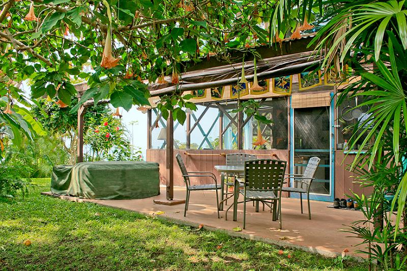 Studio with covered patio. Now has new hot tub - Charming Tropical Hideaway, Pool, Hot Tub, Snorkel - Captain Cook - rentals