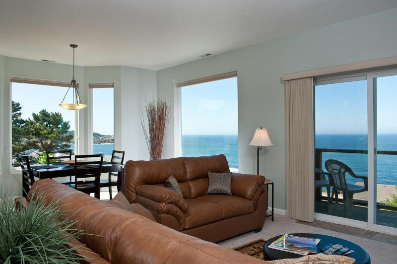 Snuggle Up - Living Room - Book now at www.KeystoneVacationsOregon.com - Spectacular Ocean View Condos - HDTVs, WiFi & More - Depoe Bay - rentals