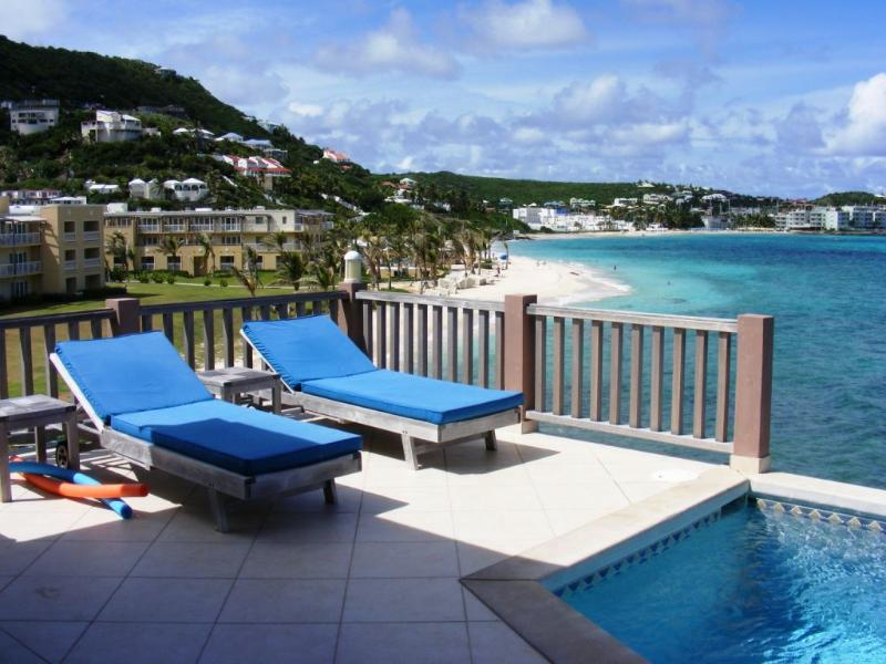 Beach House Gianna, Dawn Beach, St Maarten 800 480 8555 - BEACH HOUSE GIANNA... oceanfront villa just steps from Dawn Beach - Dawn Beach - rentals