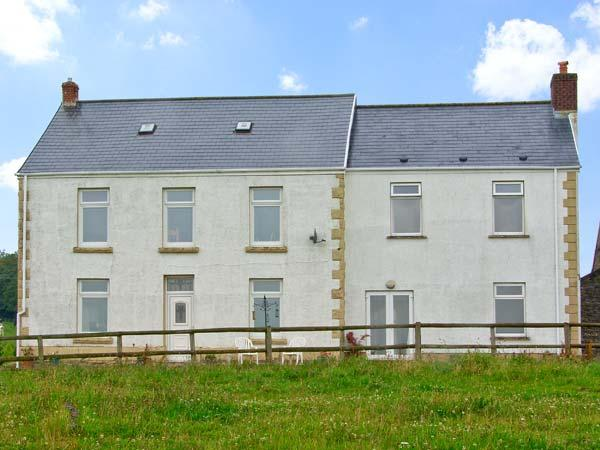 TY LLWYD FARM COTTAGE, family friendly, with a garden in Pontlliw, Ref 5199 - Image 1 - Pontardulais - rentals