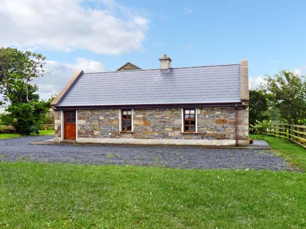 CREEVY COTTAGE, family friendly, character holiday cottage, with a garden in Cliffoney, County Sligo, Ref 7958 - Image 1 - Cliffoney - rentals