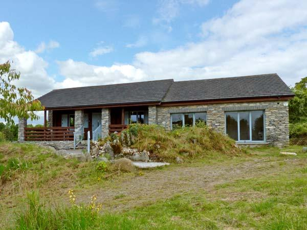 ROCK LODGE, pet friendly, country holiday cottage, with a garden in Kenmare, County Kerry, Ref 10675 - Image 1 - Kenmare - rentals