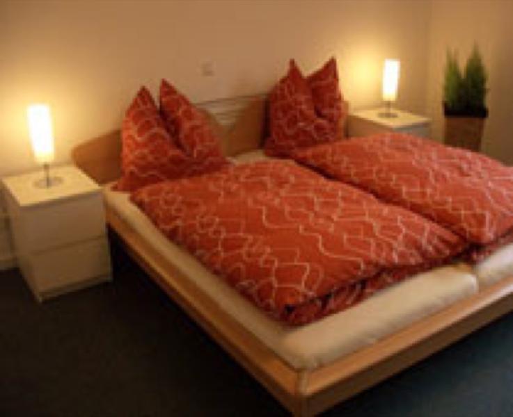 Master Bedroom (1) - LLAG Luxury Vacation Apartment in Heidelberg - 1184 sqft, doorbell, intercom, washing machine, dryer… - Heidelberg - rentals