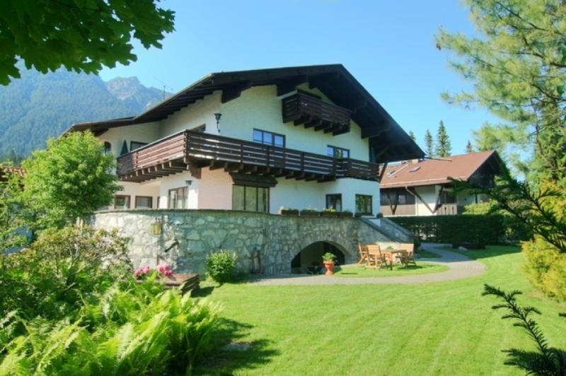 Vacation Apartment in Garmisch-Partenkirchen - 344 sqft, beautiful backyard, amazing views, great location… #921 - Vacation Apartment in Garmisch-Partenkirchen - 344 sqft, beautiful backyard, amazing views, great location… - Garmisch-Partenkirchen - rentals